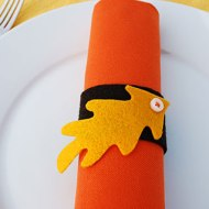 Merriment Design shows how to create a napkin ring from felt at: http://www.merrimentdesign.com/felt-leaf-napkin-rings-and-placecards-for-thanksgiving.php