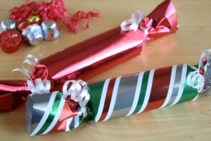 Crackers are easy to make and can hold anything that can fit in a cardboard tube. Image courtesy of Makeandtakes.com