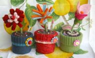 Beautiful and useful, these pin cushions will be loved by needle crafters. http://blog.betzwhite.com/2007/05/bloomin-pincushions.html#.VNunEy6gRYY