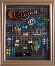 With a picture frame/mesh you'll help mom keep her jewelry organized. Image courtesy of brokenandhealthy.com