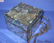 A dollar store wooden box/broken CD's becomes a beautiful trinket box. Image/directions at: Elena Nikitina from Pinterest.