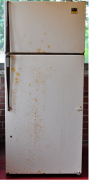 An old fridge just dying for some color. Image courtesy of imgur and porch.com.